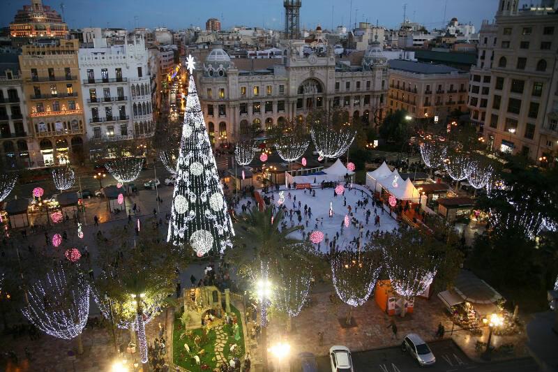 La plaza del ayuntamiento rebosa actividad por navidad - Actividades navidad valencia ...