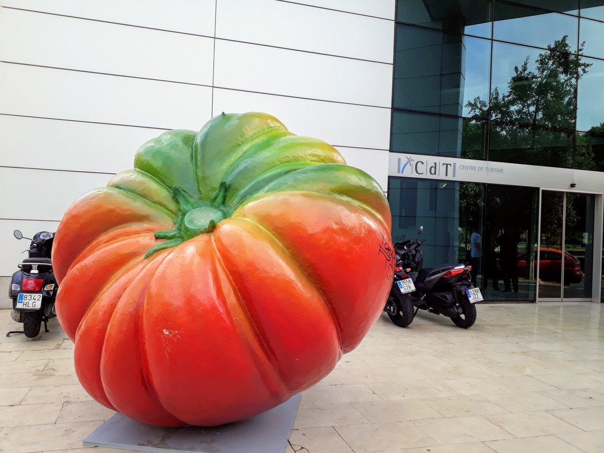 Las frutas y verduras de #HortAttack salen transformadas a la calle